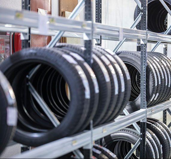 Estanterías para el almacenaje de neumáticos | POLYPAL STORAGE SYSTEMS