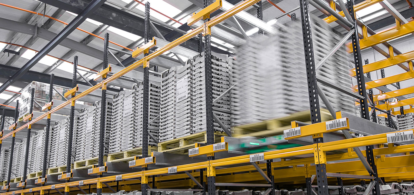 Pallet racking system with shuttle  | POLYPAL STORAGE SYSTEMS