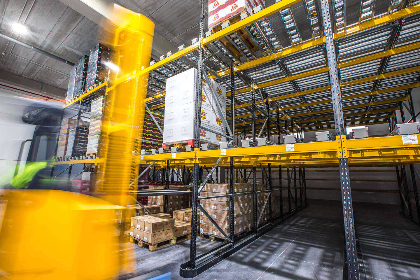 Pallet live yellow rack | POLYPAL STORAGE SYSTEMS