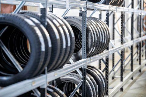 Estanterías para media carga: neumáticos | POLYPAL STORAGE SYSTEMS