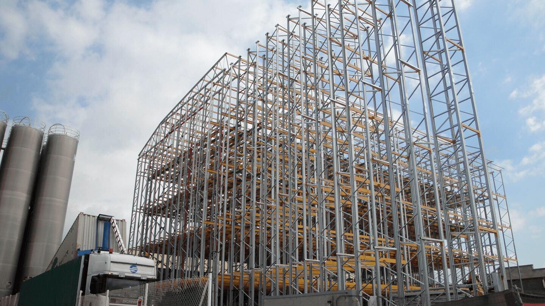Almacén autoportante en construcción fase inicial | POLYPAL STORAGE SYSTEMS