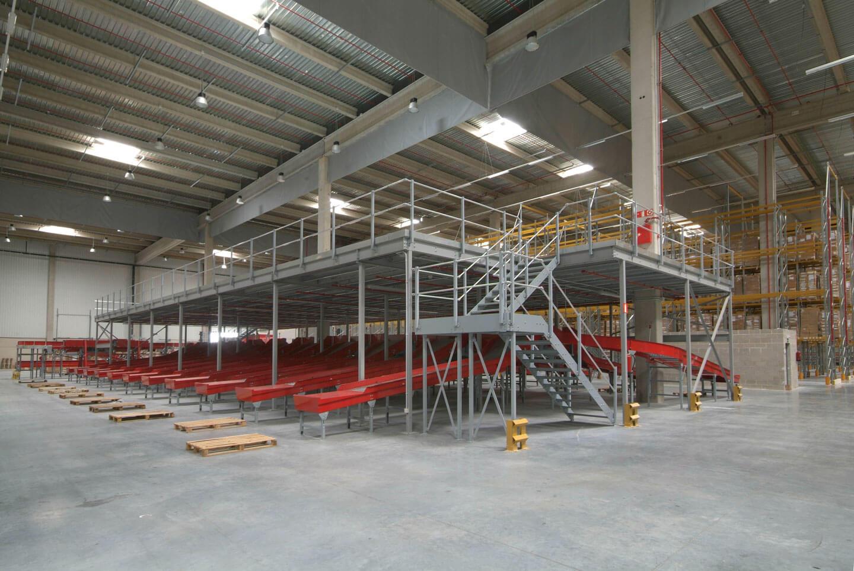 Entreplanta en nave industrial con rapas | POLYPAL STORAGE SYSTEMS