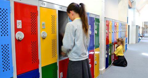 Caso estudio taquillas escolares| POLYPAL STORAGE SYSTEMS